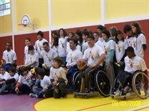 Uma das várias demonstrações de Basquetebol em Cadeira de Rodas nas escolas. Sarrazola - Colares